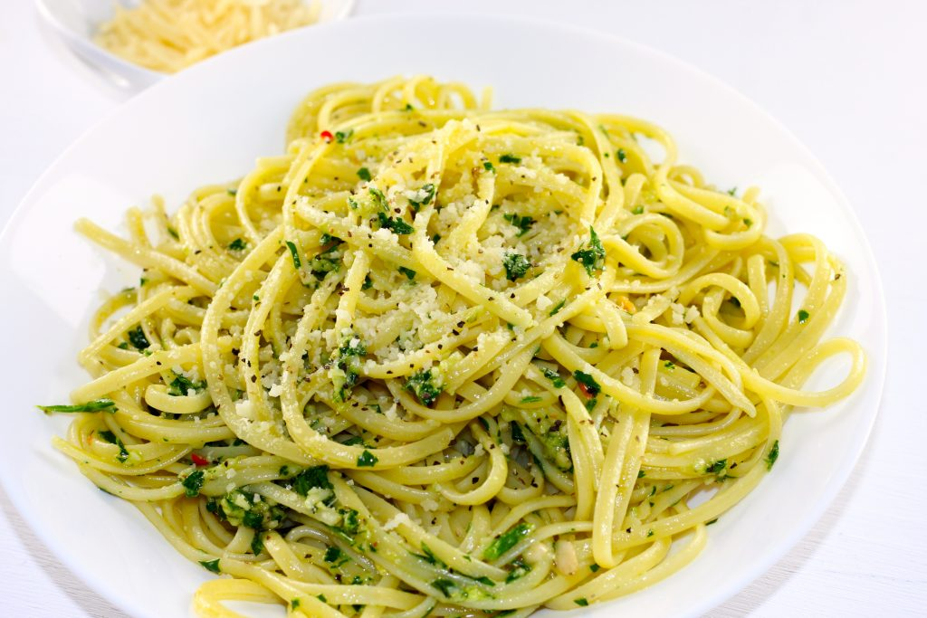 Linguine with parsley pesto