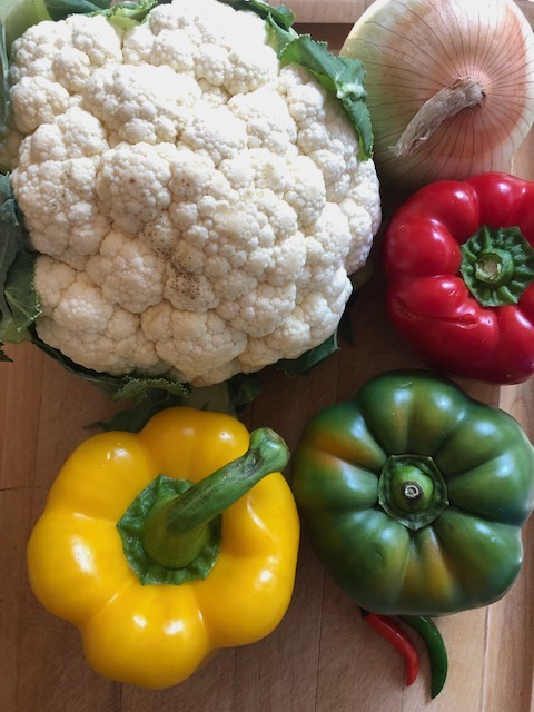 Cauliflower, red green and yellow bell pepper